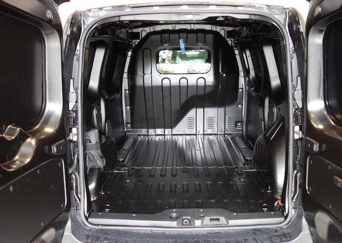 location fourgonnette 3m3 avec chauffeur pour transporter les petits volumes partout en france. Black Bedroom Furniture Sets. Home Design Ideas